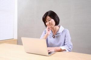 遺品整理は業者に頼むか、自分でやるか?メリット・デメリットを比較